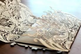 Phong cách vải thô mang lai cho tấm thiệp cưới