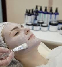 <b>Пилинг лица</b> по выгодной цене в клинике «Золотое сечение»