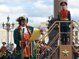 Туристам на Дворцовой показали гвардейцев без <b>красных чулок</b> ...