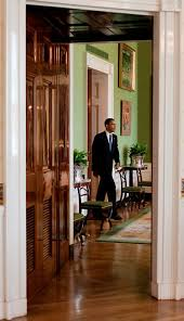 the passage between the blue room and the green room 2009 white house pete souza blue room white