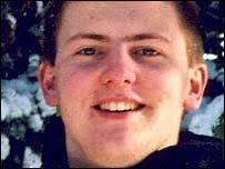 Stephen Hilder fell 13,000ft to his death when his parachute failed - _39784063_hildersteph203