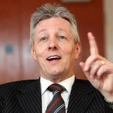 Northern Ireland First Minister Peter Robinson threatens to quit over royal insignia - Peter%2BRobinson