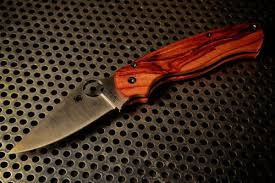 <b>Spyderco Para</b> Military 2 with custom made tulipwood scales.