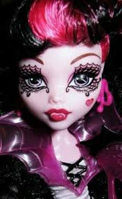 monster high ghouls rule draculaura really exaggerated her makeup for her fancy evening out