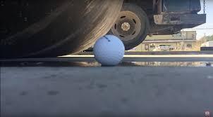 <b>Мячи для гольфа</b> невозможно раздавить даже катком: видео ...