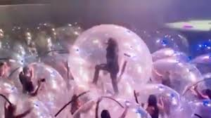 The <b>Flaming Lips</b> Perform Concert with Everyone in Bubbles