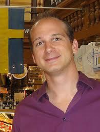 Hofer kam vor 35 Jahren in der Steiermark zur Welt. Seine Mutter, eine Schwedin, wollte ursprünglich nach Frankreich ziehen. Peter Hofer. ORF/privat - schweden2.5033656