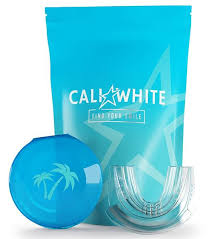 <b>Universal Comfort</b> Fit Teeth Whitening Tray + Palm Case – Cali White