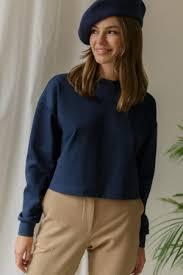 Женские <b>футболки и топы</b> со скидкой на распродаже: купить по ...