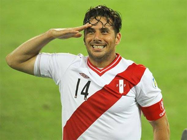 Claudio Pizarro se retira del Fulbol Peruano por duras Criticas de sus Familiares
