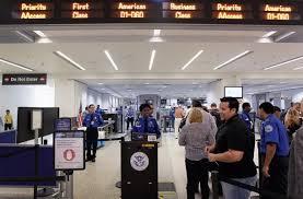 Resultado de imagen para fotos a cubanos llegando al aeropuerto de miami