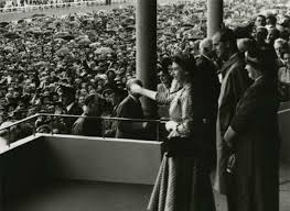 Queen Elizabeth II arrives for royal tour | NZHistory, New Zealand ...