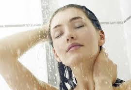 Không nên tắm nước nóng khi trời lạnh Images?q=tbn:ANd9GcSSuROLF_jh-8D3xL2SyVtB92jz-4L3b8aou1o9_BtdS1H3qyDv