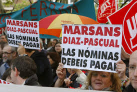 Protesters who were mainly ex-employees of the bankrupt Marsans Travel Group. The sign reads: Marsans Diaz-Pascual; They should personally pay their salaries. Photo Credit: El Pais/EFE