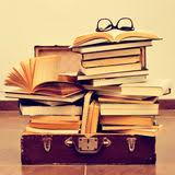 Znalezione obrazy dla zapytania walizka i książka