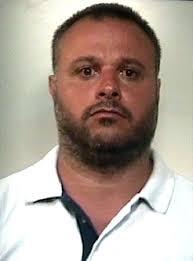 I carabinieri del nucleo operativo e radiomobile di Giugliano in Campania (Napoli) hanno individuato e catturato Luigi Palumbo, 38 anni, ricercato dal ... - Palumbo_Luigi_23_03_74-1