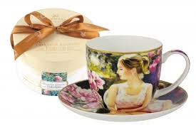 <b>Чашка с блюдцем</b> Carmani <b>Девушка</b> с книгой в подарочной ...