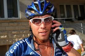 Matteo Carrara belt met het thuisfront om te melden dat hij nog altijd leider is in de Ronde van Luxemburg. foto Cyclingnews - carrara-belt
