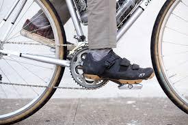 <b>Dual</b>-Sided Hybrid Bike Pedals | Platform + Clipless Pedals | iSSi Flip