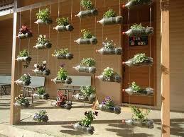 Resultado de imagem para jardins diferentes com reciclagem garrafa pet