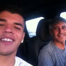 El hijo de Sergio Dalma y Maribel Sanz, Sergi, cumplirá 19 años en agosto. El joven, que colgó en su Facebook esta foto con su padre, quiere ser periodista ... - sergi