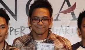 ID, JAKARTA -- Keyboardis NOAH, David, memasuki tahapan pemulihan setelah mendapat perawatan di Singapura beberapa waktu silam akibat penyakit komplikasi ... - david-noah-_130202110908-343