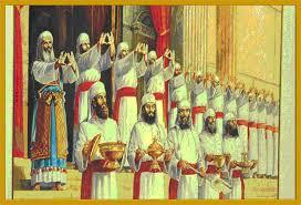 Risultati immagini per sacerdotes judíos adoran al sol