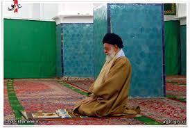 نتیجه تصویری برای عکس رهبر در مسجد