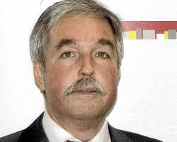 <b>...</b> <b>Reinhard Renter</b>, gratulierte ihm in einer Feierstunde zur Beförderung. - 25440527