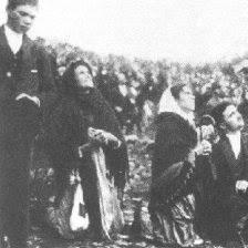 「1917年 - ポルトガル・ファティマで3人の子供の前にファティマの聖母が現れる」の画像検索結果