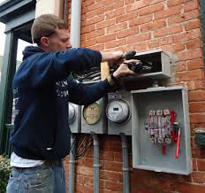 is your comcast installer a comcast installer more on contractors