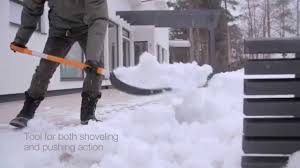 <b>Fiskars SnowXpert</b> Pusher - YouTube