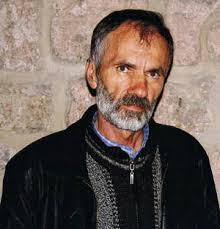 Romansijer i pripovjedač Safet Sijarić, ovogodišnji dobitnik Ćamilovog pera, rođen je l952. godine u Godijevu kod Bijelog Polja. Osnovnu školu pohađao je u ... - Safet_Sijaric11