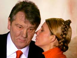 Doch sein Herausforderer Wiktor Juschtschenko und dessen Kampfgefährtin Julia Timoschenko prangerten Wahlfälschung an. - 92573-Sbw6cOlnp6KT9wl_tPq01A