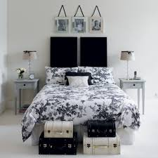 black white and silver bedroom decor