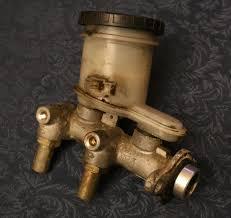 <b>Master cylinder</b> - Wikipedia