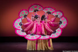photo essay korean cultural performance dazzles audience at uh dancers holding pink fans