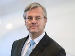 <b>...</b> begründet der Lufthansa-Passage-Vorstand <b>Thomas Klühr</b> den Schritt. - LH_FRANZ