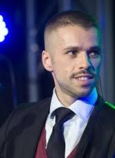 Jorge Antonio Hidalgo Díaz es Jorge Luteca. Nació en Sevilla el 2 de abril de 1983 y desde pequeño mostró una sendibilidad especial para la música y la ... - zoom-433a66160606558cc84a16d256c36371-167-228