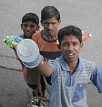 poverty in india   simple english wikipedia the free encyclopedia street children in india selling snacks and drinks to bus passengers