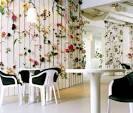 Декор цветами на стене
