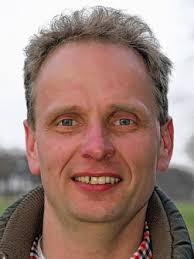 Seestermühe | Uwe Hamann ist 43 Jahre alt, verheiratet und hat drei Kinder. Beruflich ist der Diplomagrarwirt der Verwalter des Gutes Seestermühe. - 23-52599335