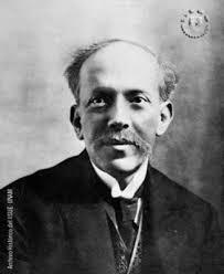 Nació en Aguascalientes el 19 de septiembre de 1868 y murió en 1946. Estudió en la Escuela Nacional Preparatoria y en la Escuela de Jurisprudencia. - ezequiel-a-chavez