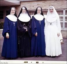 Hasil gambar untuk jilbab kristen dan hindu