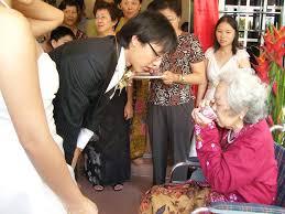 marriage traditions around the world  pics    matador networkmalaysian tea ceremony