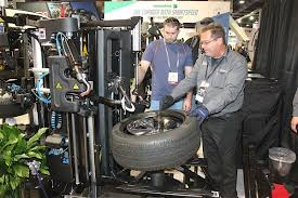 sema snap on shows us the ropes on the hofmann monty fa  the wheel and tire mounted to the fa 1000 the snap on technician needed only to program what diameter the wheel was what the tire style was