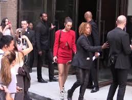 Güvenlik görevlisi Bella Hadid'i kızdırdı
