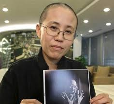 Intellectual poet and writer who has been under 3 years of house arrest in Beijing, China Ms. Liu Xia is shown holding on of her favorite photos of her ... - 529-CHINA_houseArrest_MsLiu_Xia_withhusbandPicIMAGEPENINT