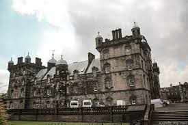 the making of harry potter j k rowling steps in edinburgh george heriot s school was built in 1628 the funding from george heriot who left his estate to build a school for orphaned children