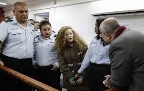 الأم أسيرة لدى الاحتلال الإسرائيلي وطفلتها عهد تنتظر المحاكمة في يوم الأم